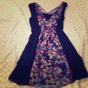 Express black & floral color block vneck w/shelf